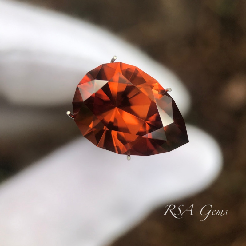 Red Zircon - 9.51 carats