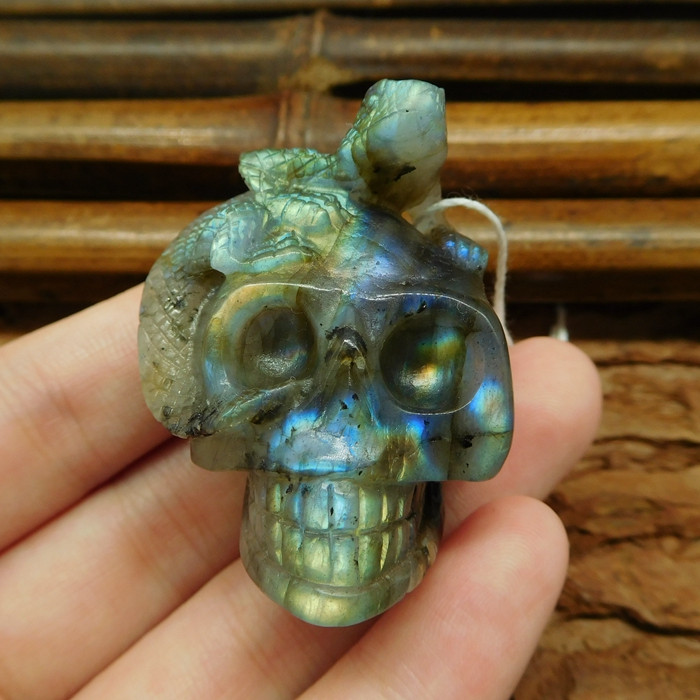 Labradorite carved skull lizard pendant (G0574)