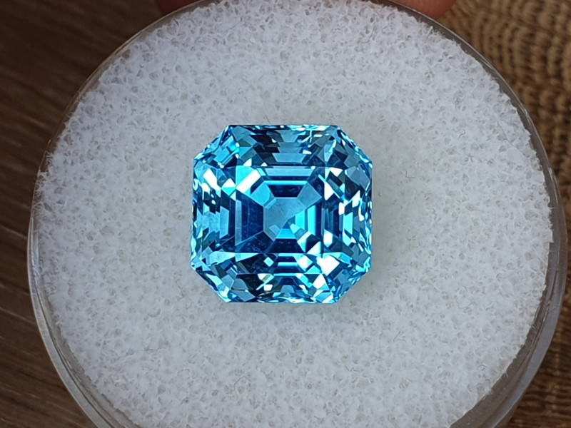 11,22ct AAA Swiss blue Topaz - Asscher cut!