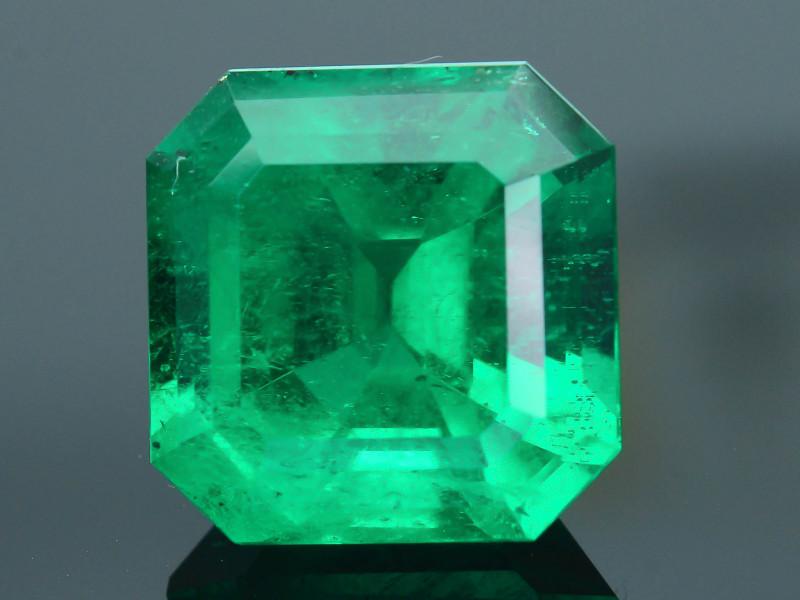 GRS Certified AAA Grade & Clarity 8.46 ct Colombian Emerald