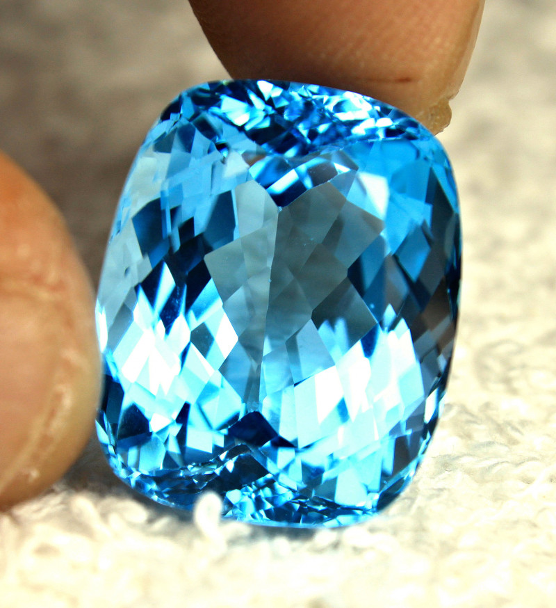 35.17 Carat Vibrant Blue Brazil VVS1 Topaz - Gorgeous