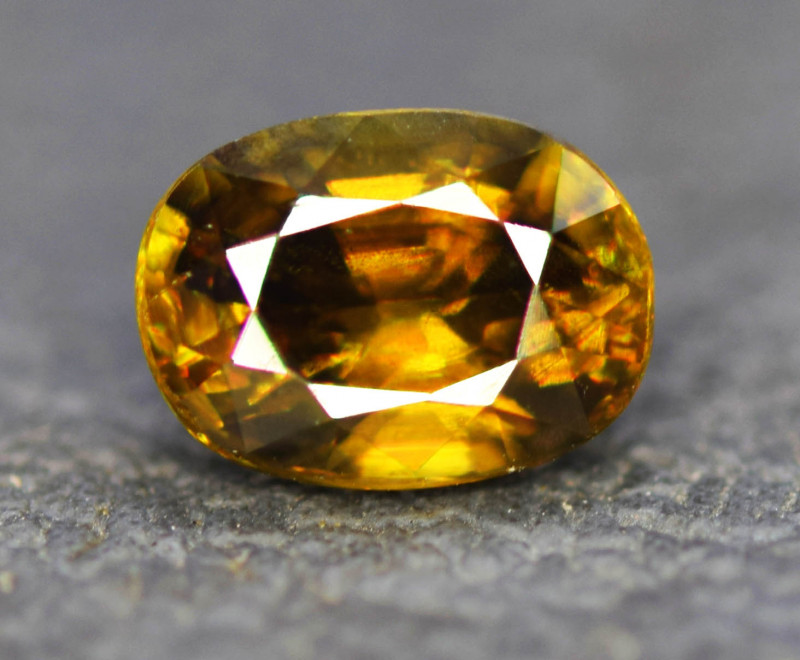 1.25 CT Natural Full Fire Sphene Titanite Gemstone