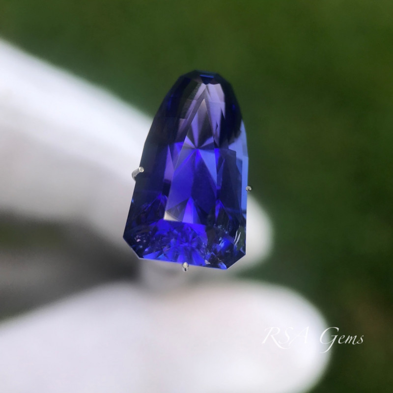Custom Designed Tanzanite - 9.34 carats