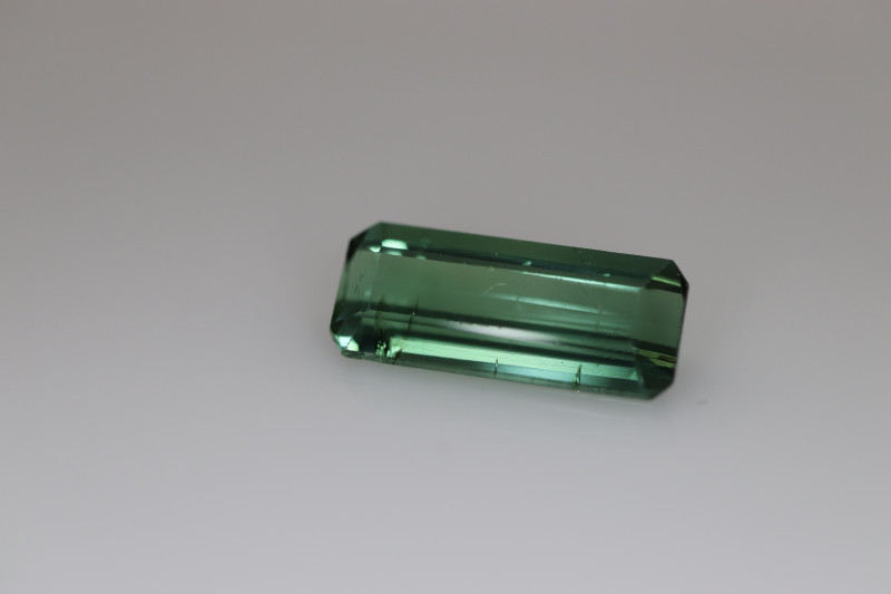 #224 2.24CT NEON GREEN UNTREATED