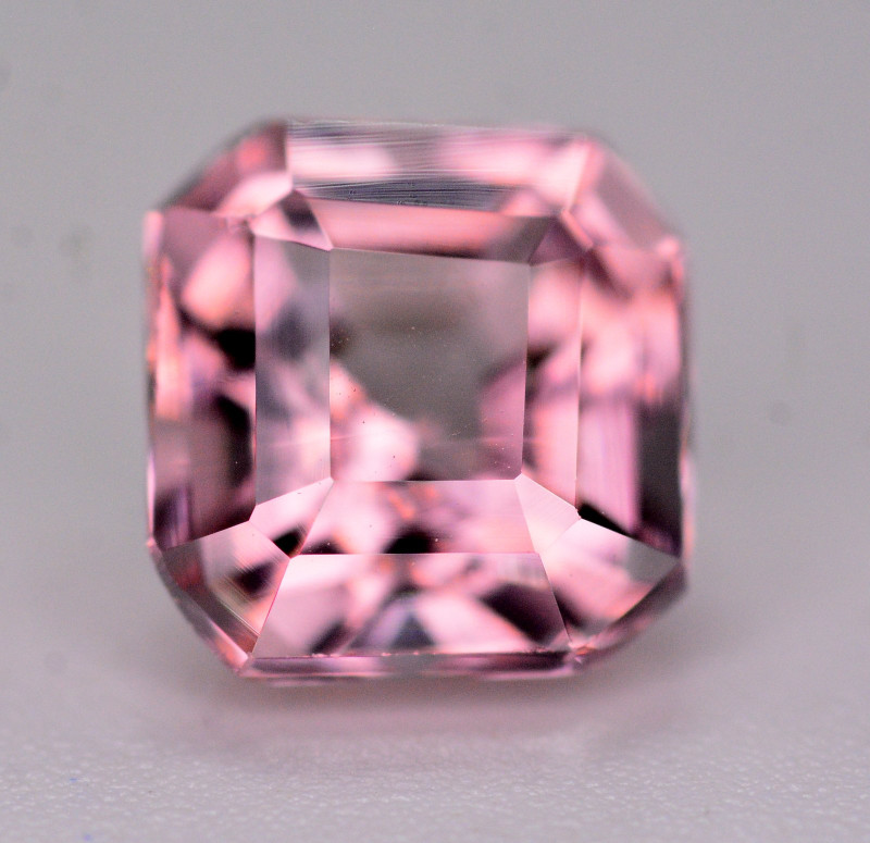 1,80 Ct Amazing Color Natural Pink Tourmaline. AT5