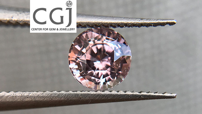 Certified - 0.70ct - Untreated Pinkish Peach Sapphire