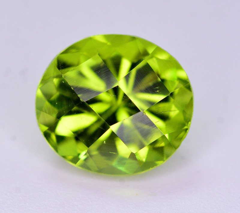 Gorgeous Color 2.65 Ct Natural Parrot Green Peridot. RA