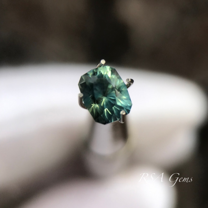 green sapphire - 1.03 carats