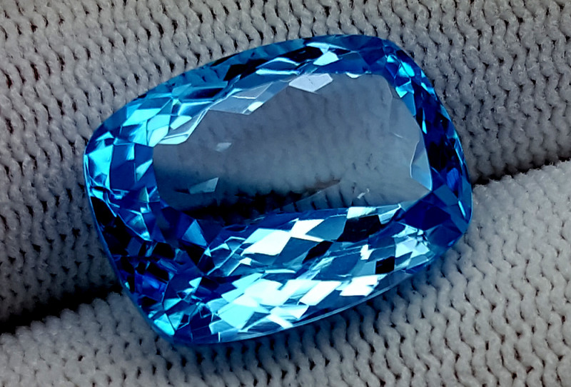 21CT BLUE TOPAZ  BEST QUALITY GEMSTONE IIGC28