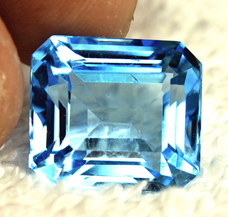 25.56 Carat Blue Brazil VS/SI Topaz - Gorgeous