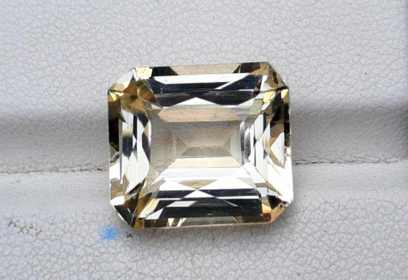 11.35 Carats Lovely Morganite Gemstone