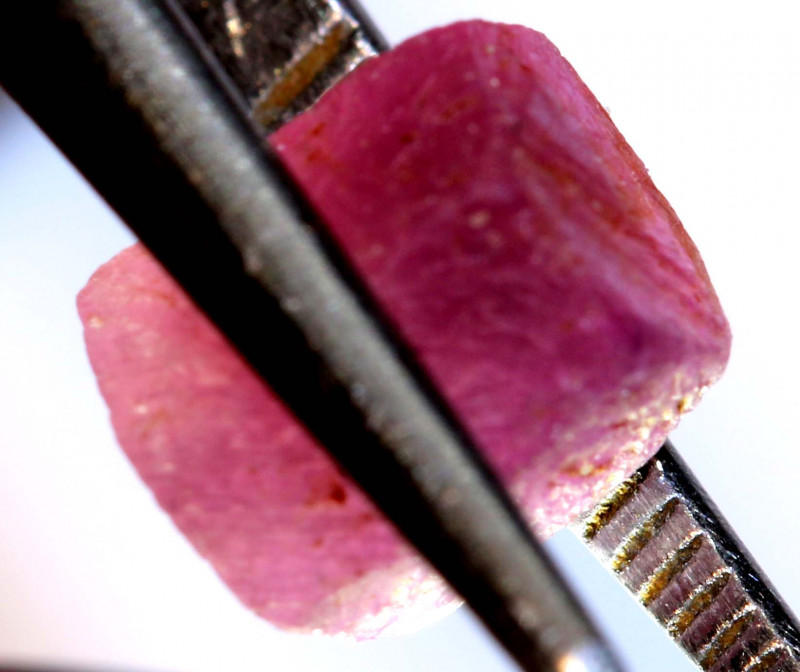 3.88 -CTS RUBY ROUGH AFRICA  CRYSTAL UNTREATED   RG-4190