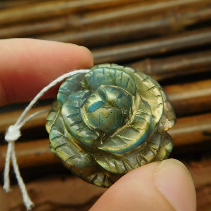 Labradorite carved flower pendant (G0989)