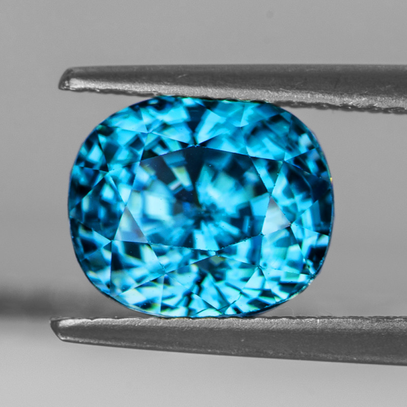 9x7.5 mm Oval 4.50 cts Blue Zircon [VVS}