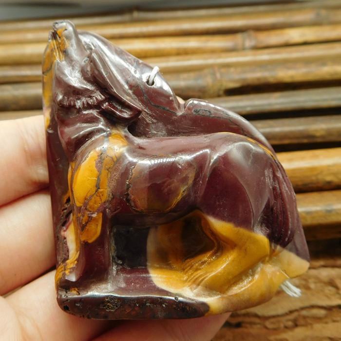 Natural stone mookaite jasper carved wolf (G0999)