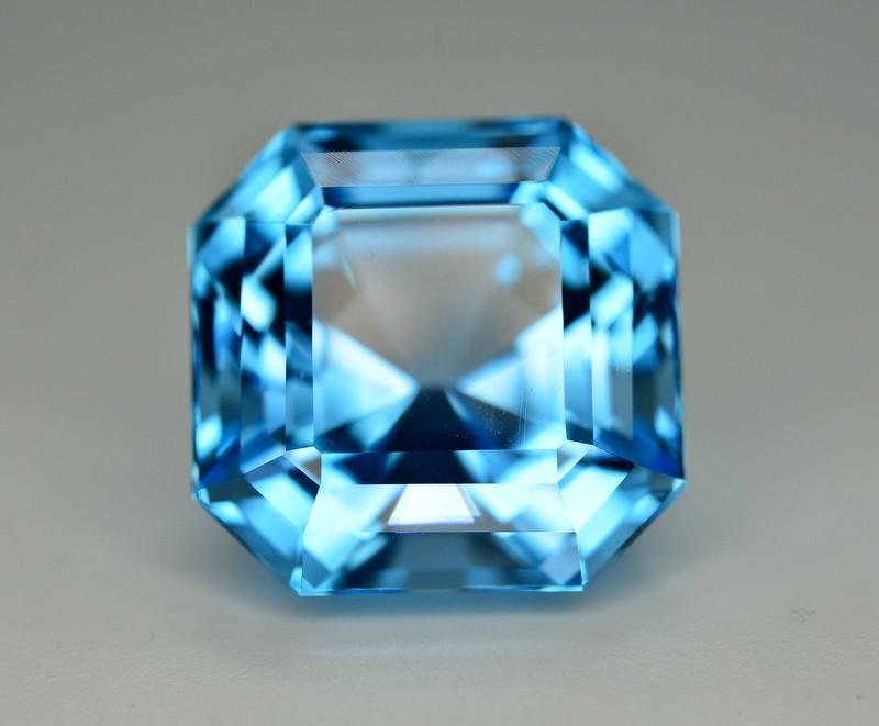 Stunning 25.75 Ct Natural Blue Topaz Gemstone