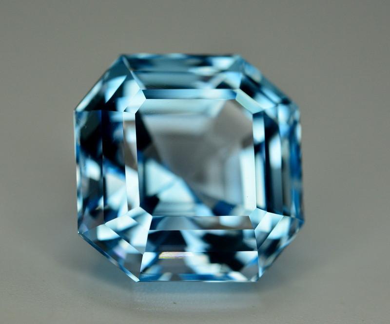 Stunning 22.25 Ct Natural Blue Topaz Gemstone
