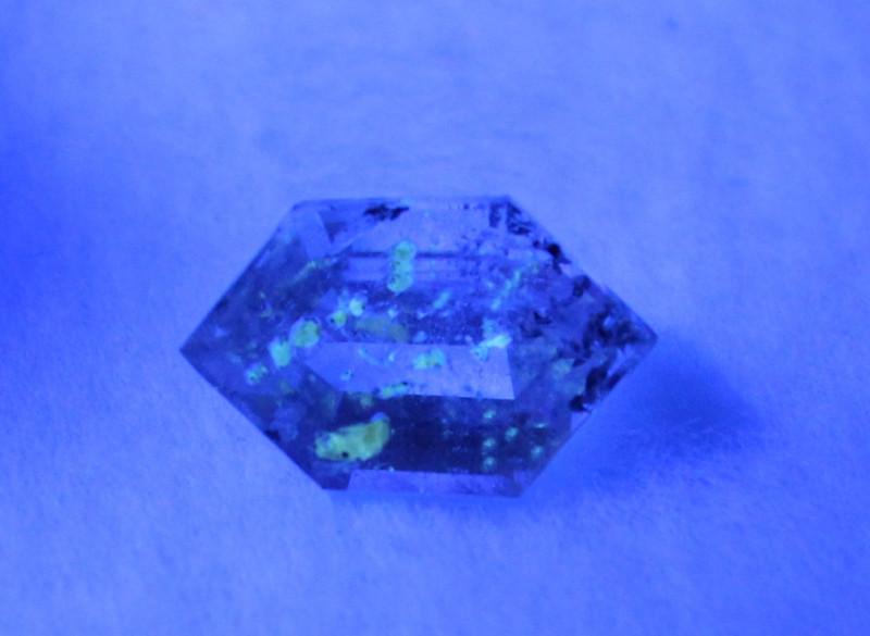 Top Class Fluorescent Petroleum Quartz Cut Stone from Baluchistan