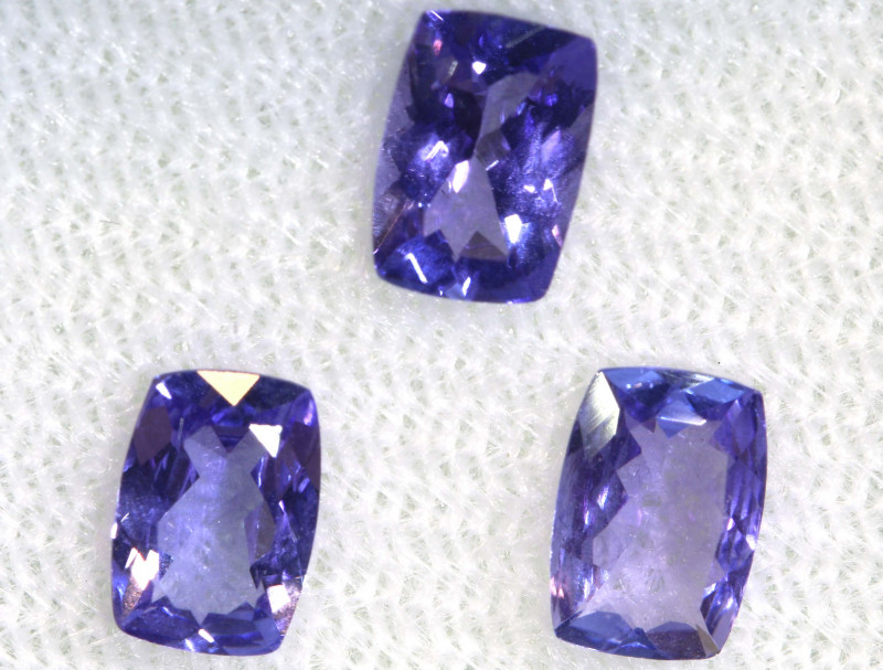 1.64 CTS  TANZANITE  FACETED  STONE PARCEL PG-2864