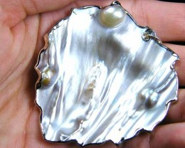 PEARL FORMED ON SHELL PENDANT  SGS 1194