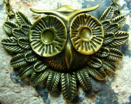TimeLessDesigns  ANTIQUE BRONZE LARGE OWL HEAD PEND/NECKLACE