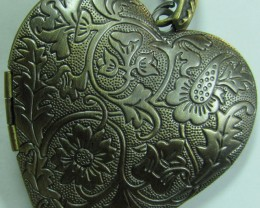 ANTIQUE BRONZE ATTRACTIVE HEART LOCKET CHARM PENDANT