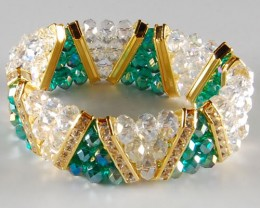 LOVELY  GREEN & WHITE CRYSTAL BRACELET