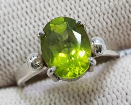 Natural Green Peridot 12.00 Carats Hand Made Silver Ring