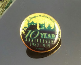 VINTAGE DISNEY MGM STUDIOS ANNIVERSARY PIN /  COLLECTIBLE