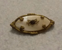 VICTORIAN ANTIQUE MOTHER OF PEARL BROOCH / PIN COLLECTIBLE.