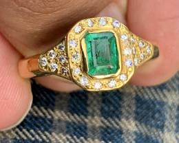 18k Gold Natural Emerald and Diamonds gents ring 7.78gram gold.