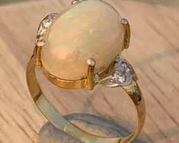 18K Gold Natural Opal and diamonds Ring TCW 4.65.