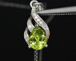 Natural Peridot t and 925 Silver Pendant with Chain
