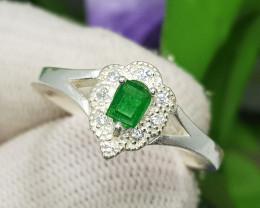 Natural Green Emerald 16.50 Carats 925 Silver Ring
