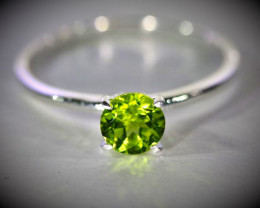 Peridot 1.25ct Platinum Finish Solid 925 Sterling Silver Ring