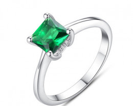 Silver 925 Quailty Emerald Green Fashion Ring size 7code CCC 1485