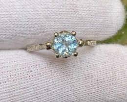 9.65 Carats round blue topaz with cz 925 Silver Ring, 6x6x3mm.