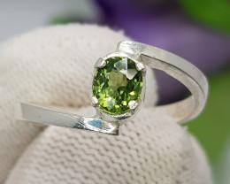 Natural Green Peridot 10.85 Carats Hand Made Silver Ring