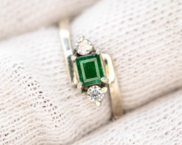 9.0 Ct Silver Ring ~With AAA Clarity Swat Emerald  Stone ~Ring