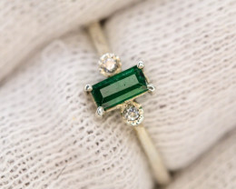 9.20 Ct Silver Ring ~With AAA Clarity Swat Emerald ~Ring