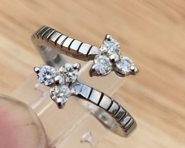 Natural diamonds Ring.