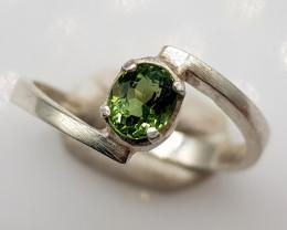 Natural Green Peridot 10.80 Carats Hand Made Silver Ring