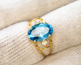 18 K Gold Ring ~ With Swiss Topaz Stone & Diamonds