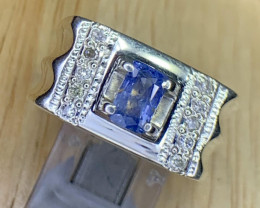 Natural Sapphire and Diamonds Ring .