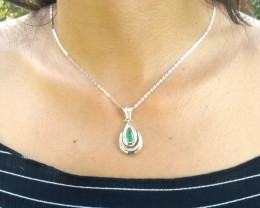 Untreated Colombian emerald pendant  2.75 ct colombian emerald from Muzo