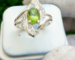 Natural Peridot 925 Silver Ring