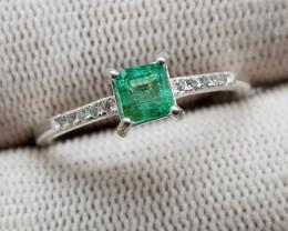 Natural Green Emerald 9.75 Carats 925 Silver Ring