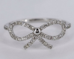 ATTRACTIVE NATURAL DIAMONDS IN 18K WHITE GOLD RING
