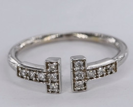 CHARMING NATURAL DIAMONDS IN 18K WHITE GOLD RING