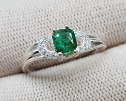 Natural Green Emerald 9.35 Carats 925 Silver Ring